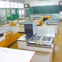 甲斐市立竜王中学校家庭科教室のサムネイル