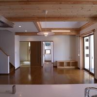 北杜市デザイン住宅 アイランドキッチン 温水床暖房 山梨県注文住宅 住建のサムネイル