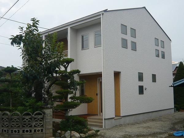 笛吹市 S様邸 木の温もりが感じられるLDK 化粧梁の大きな吹抜けデザイン住宅