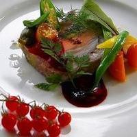 ぶどう畑の中にとけ込むように建つ フランス料理 キュイエットのサムネイル